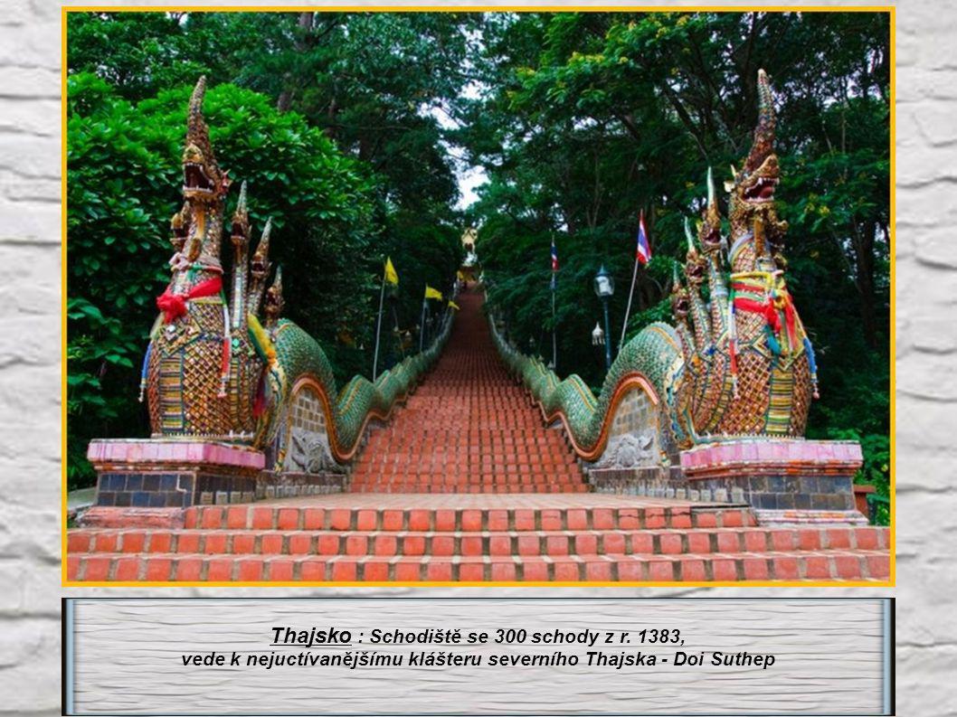 Thajsko : Schodiště se 300 schody z r. 1383,