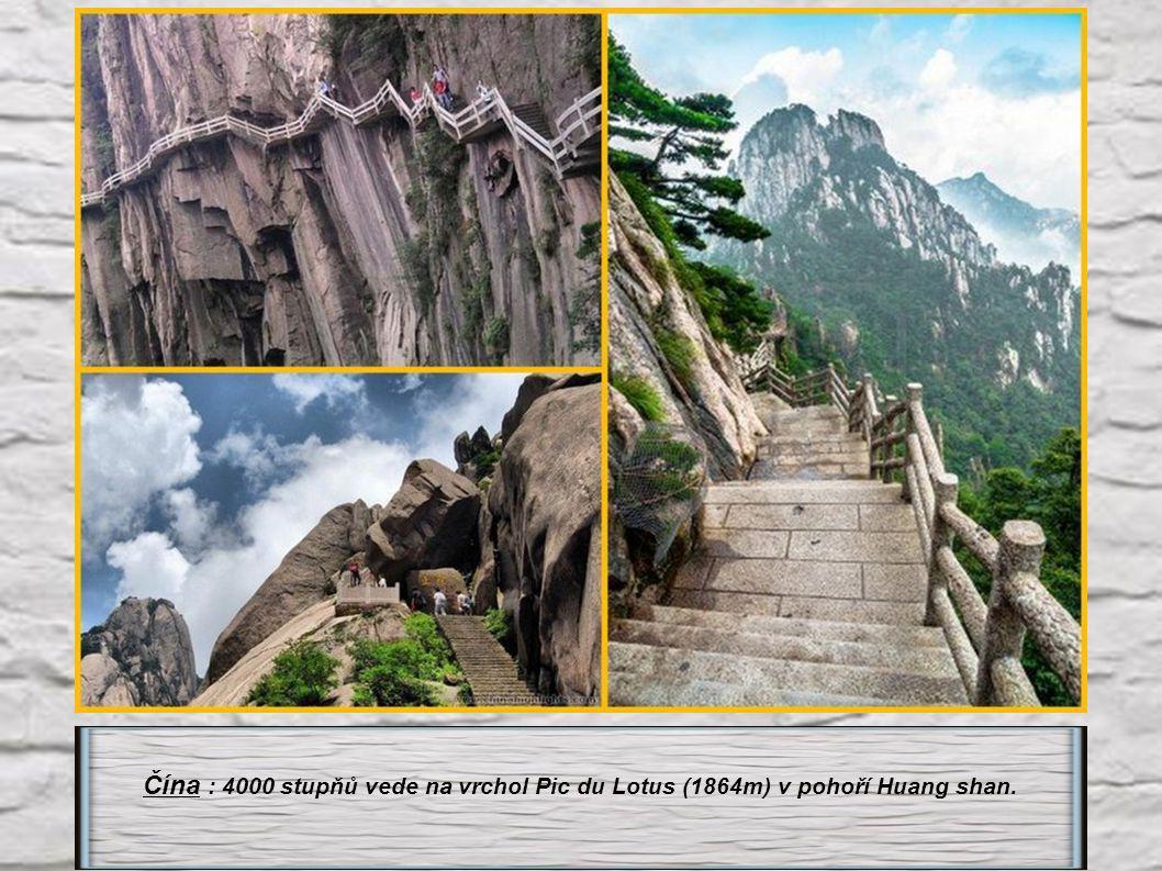 Čína : 4000 stupňů vede na vrchol Pic du Lotus (1864m) v pohoří Huang shan.