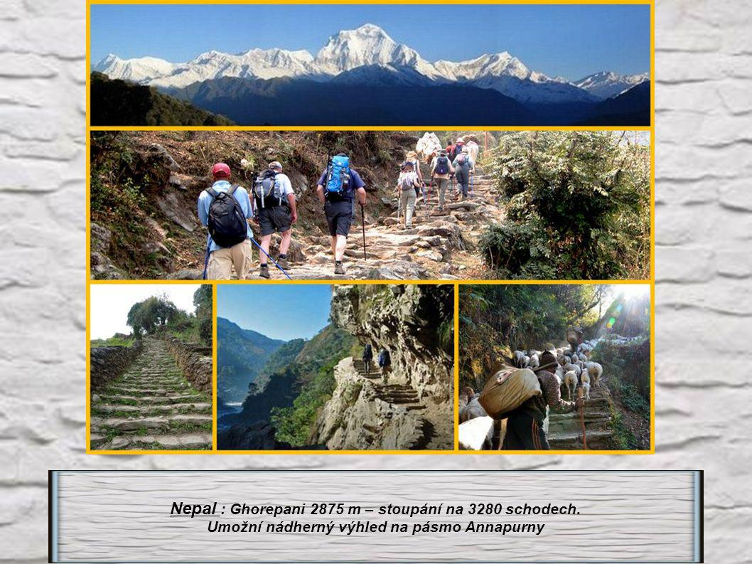Nepal : Ghorepani 2875 m – stoupání na 3280 schodech.