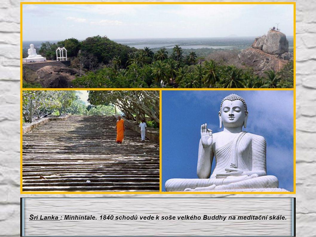 Sri Lanka : Minhintale. 1840 schodů vede k soše velkého Buddhy na meditační skále.
