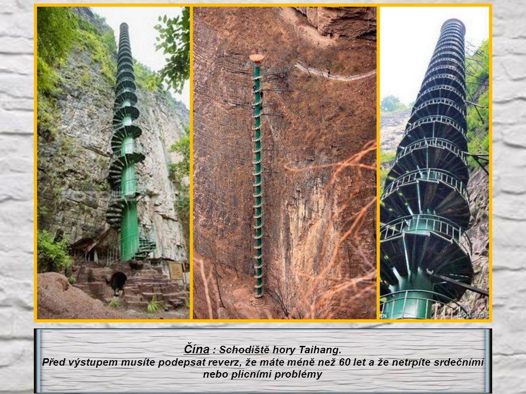 Čína : Schodiště hory Taihang.