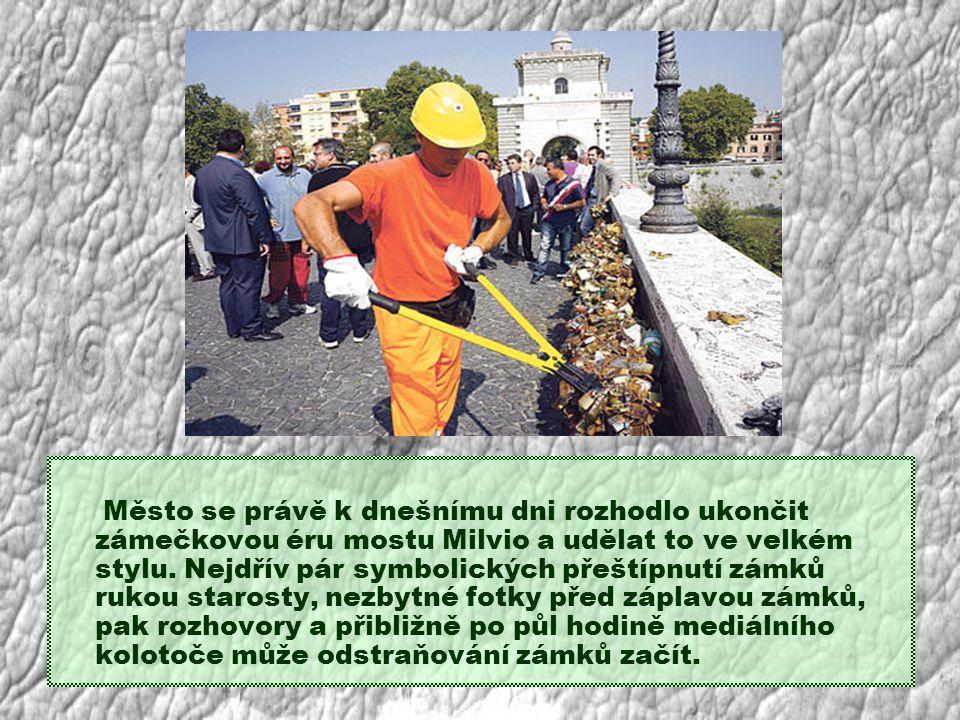Město se právě k dnešnímu dni rozhodlo ukončit zámečkovou éru mostu Milvio a udělat to ve velkém stylu.