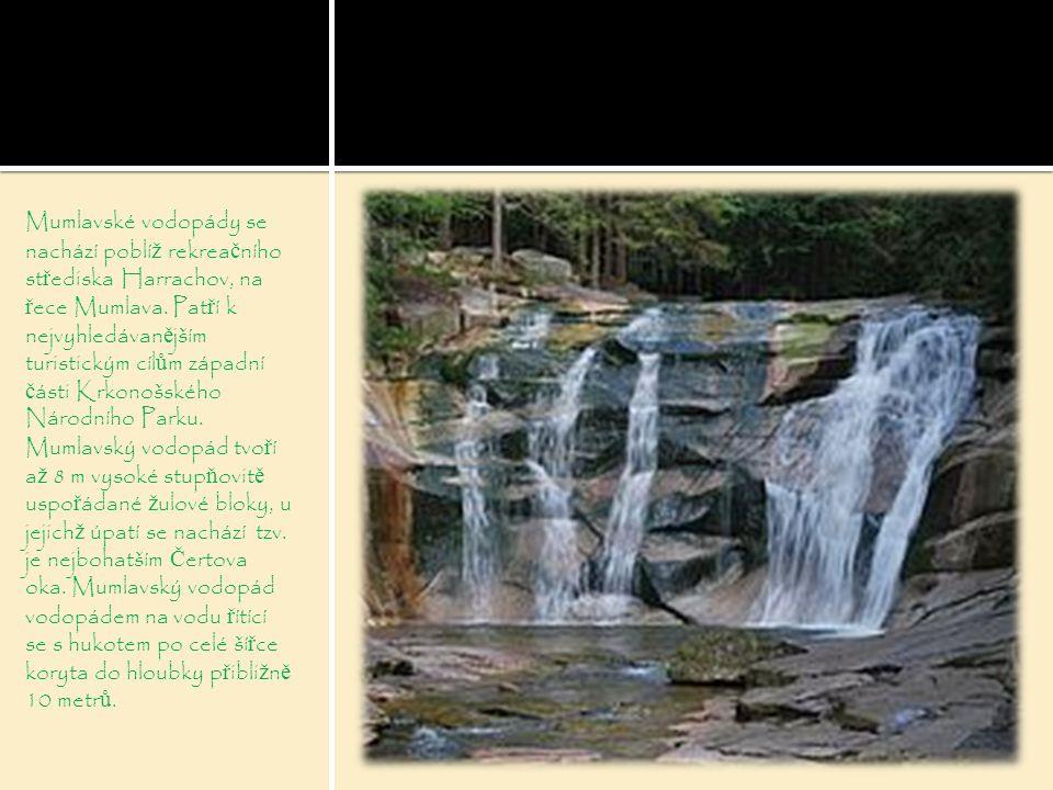 Mumlavské vodopády se nachází poblíž rekreačního střediska Harrachov, na řece Mumlava.