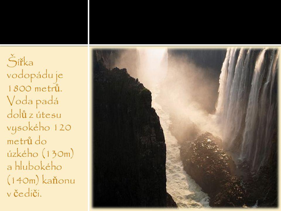 Šířka vodopádu je 1800 metrů