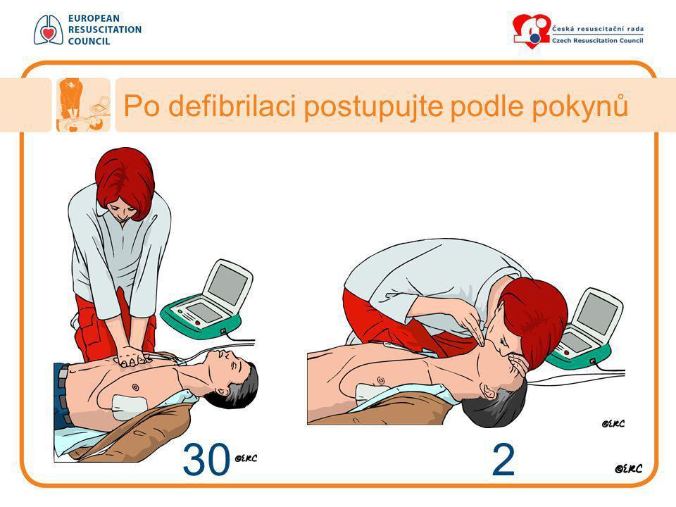 Po defibrilaci postupujte podle pokynů