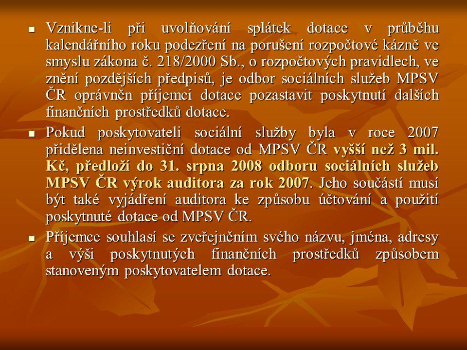 Vznikne-li při uvolňování splátek dotace v průběhu kalendářního roku podezření na porušení rozpočtové kázně ve smyslu zákona č. 218/2000 Sb., o rozpočtových pravidlech, ve znění pozdějších předpisů, je odbor sociálních služeb MPSV ČR oprávněn příjemci dotace pozastavit poskytnutí dalších finančních prostředků dotace.