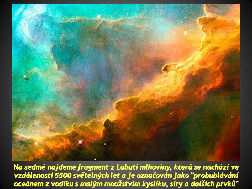 Na sedmé najdeme fragment z Labutí mlhoviny, která se nachází ve vzdálenosti 5500 světelných let a je označován jako probublávání oceánem z vodíku s malým množstvím kyslíku, síry a dalších prvků