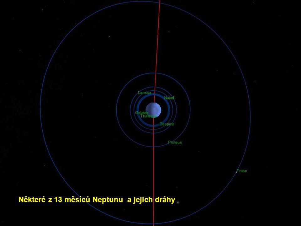 Některé z 13 měsíců Neptunu a jejich dráhy