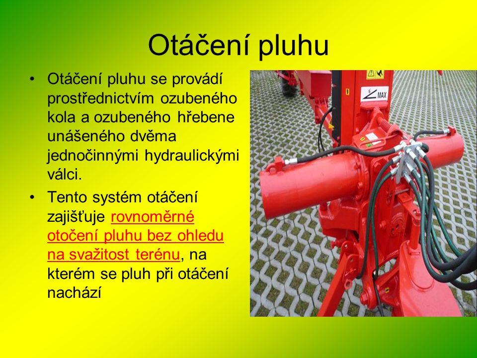 Otáčení pluhu Otáčení pluhu se provádí prostřednictvím ozubeného kola a ozubeného hřebene unášeného dvěma jednočinnými hydraulickými válci.