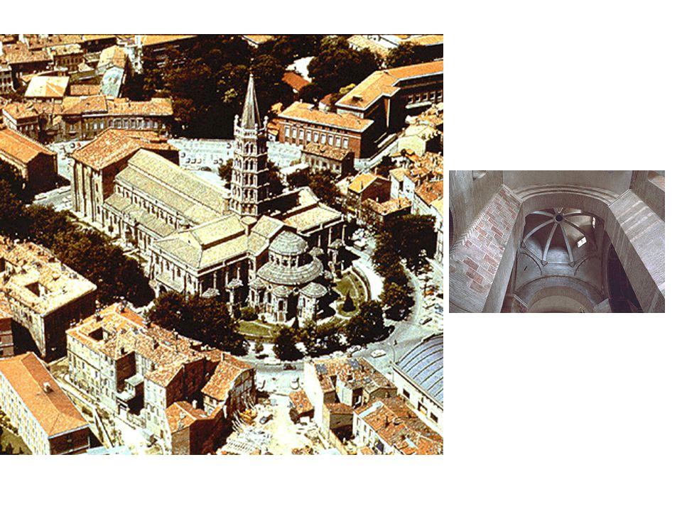 Křížení lodí St Sernin: letecký pohled na katedrálu Tamtéž, pohled z interiéru