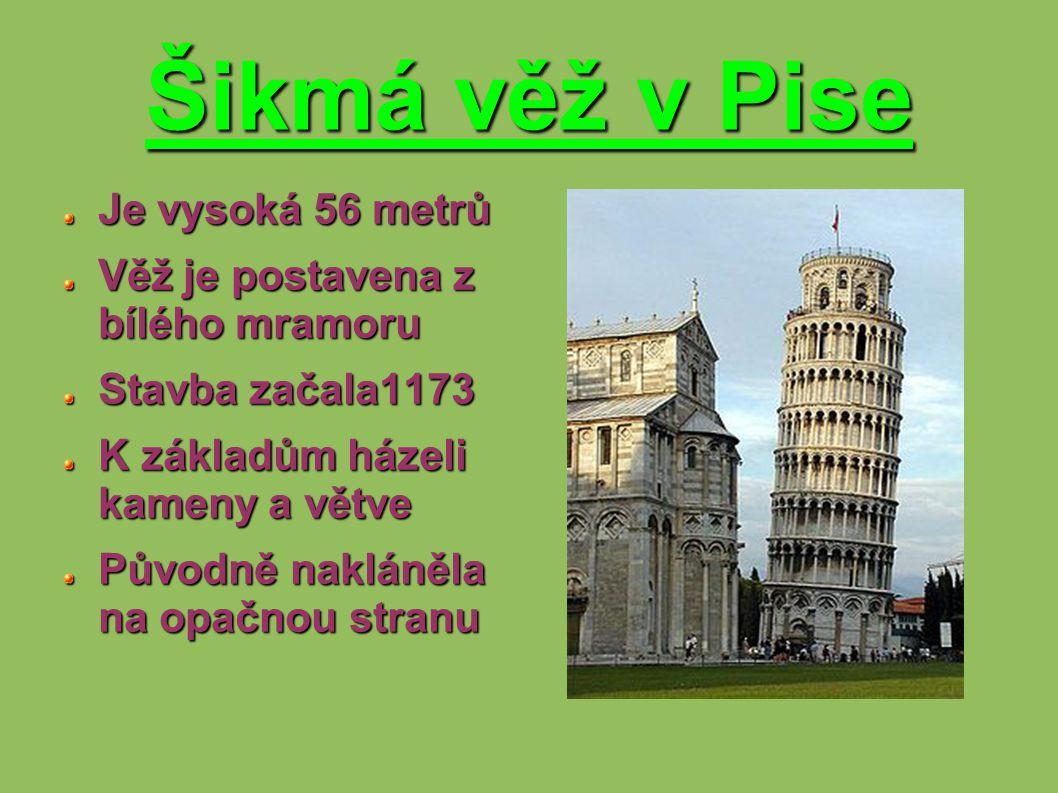 Šikmá věž v Pise Je vysoká 56 metrů Věž je postavena z bílého mramoru