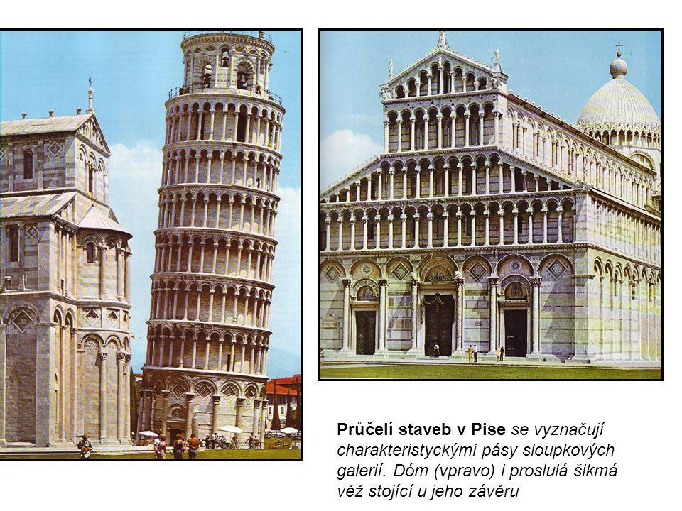 Průčelí staveb v Pise se vyznačují charakteristyckými pásy sloupkových galerií.