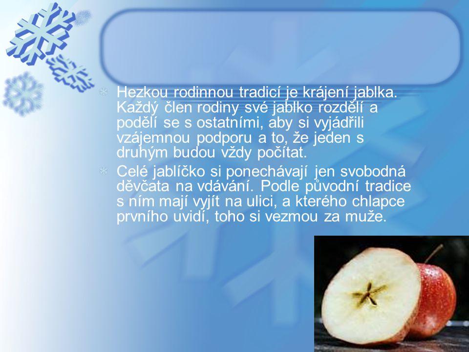 Hezkou rodinnou tradicí je krájení jablka