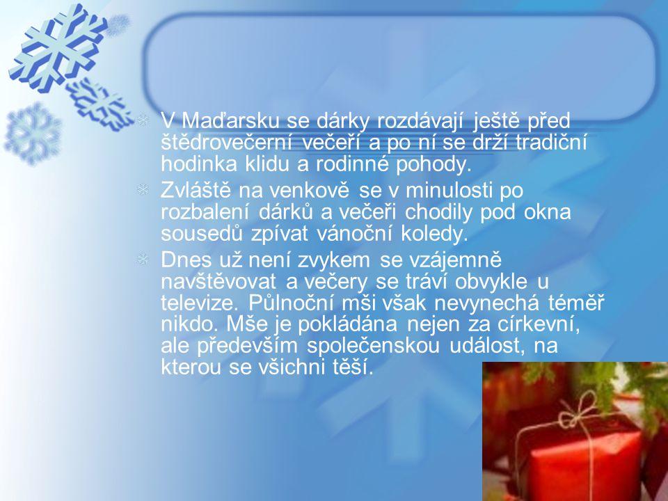 V Maďarsku se dárky rozdávají ještě před štědrovečerní večeří a po ní se drží tradiční hodinka klidu a rodinné pohody.