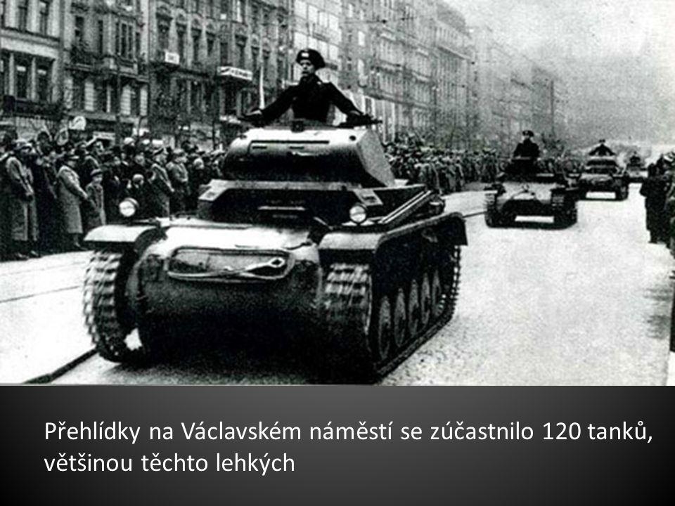 Přehlídky na Václavském náměstí se zúčastnilo 120 tanků, většinou těchto lehkých