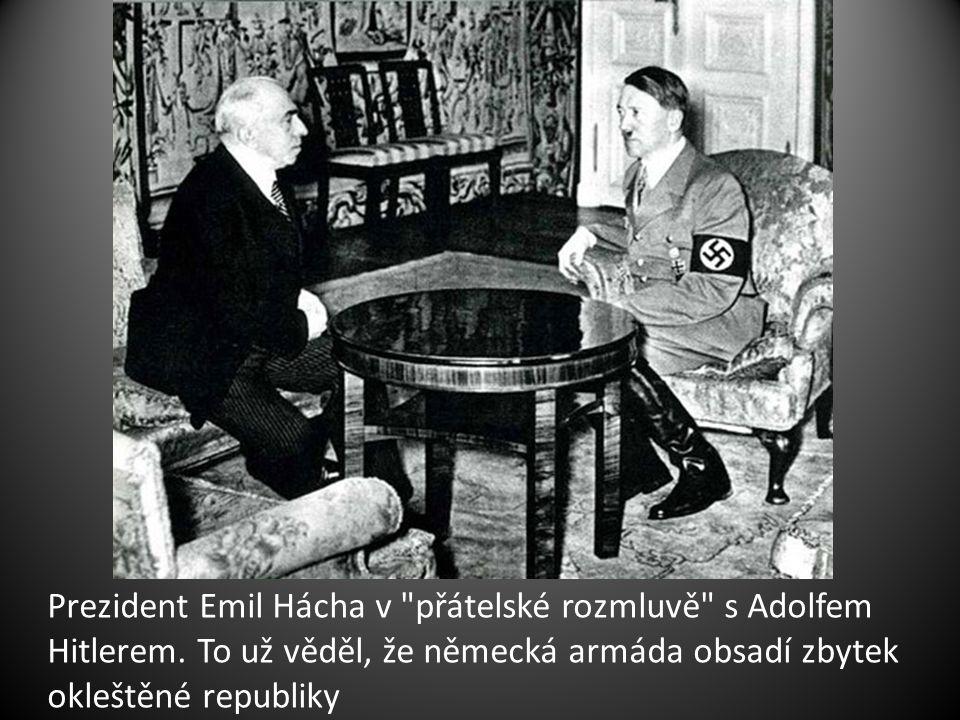 Prezident Emil Hácha v přátelské rozmluvě s Adolfem Hitlerem