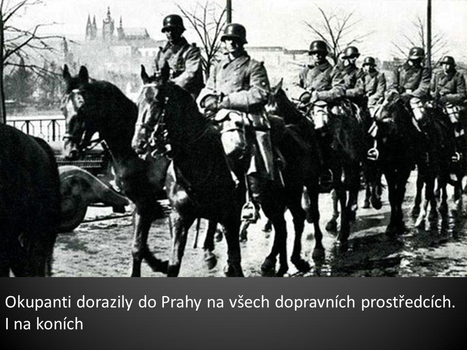 Okupanti dorazily do Prahy na všech dopravních prostředcích