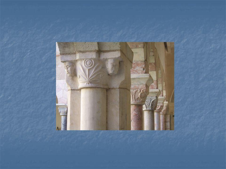 Ukázka hlavic románských sloupů – francouzská provenience