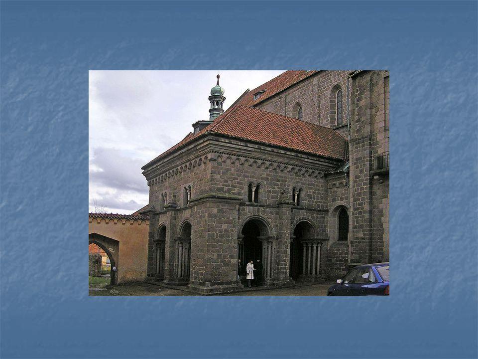 V Podklášteří se nachází Bazilika svatého Prokopa, která je společně s židovskou čtvrtí zapsána na seznamu UNESCO.