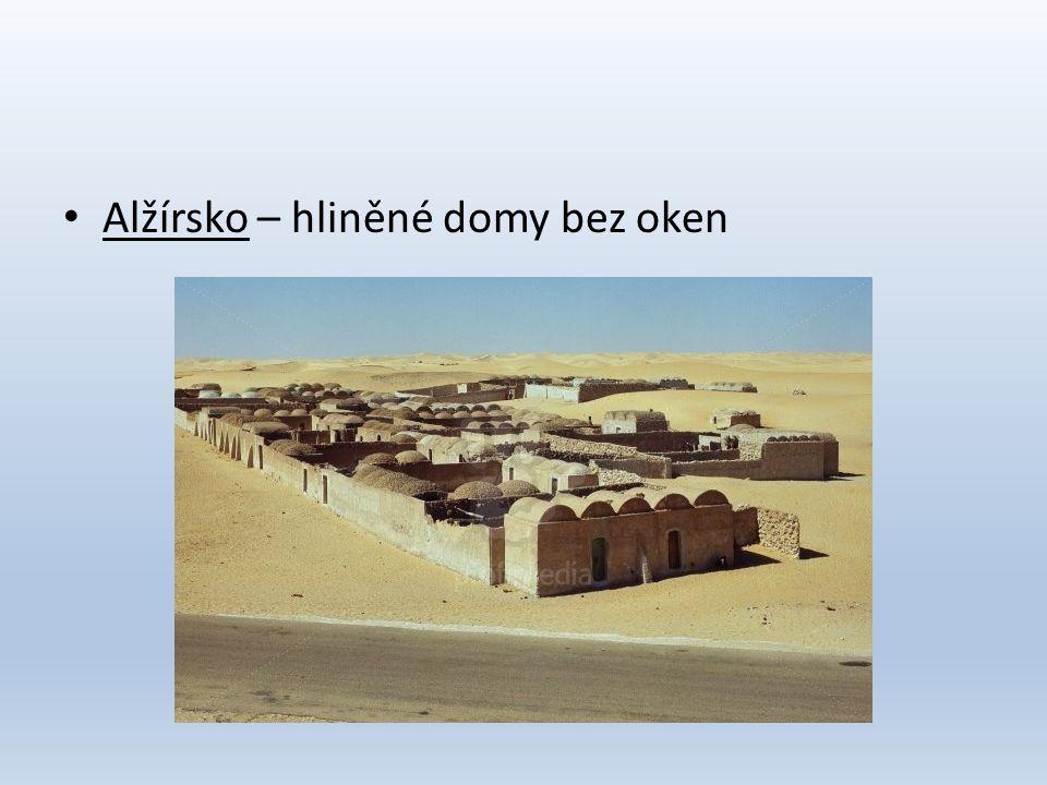 Alžírsko – hliněné domy bez oken