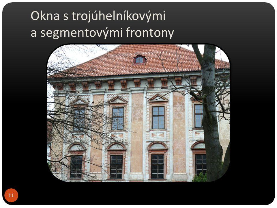 Okna s trojúhelníkovými a segmentovými frontony