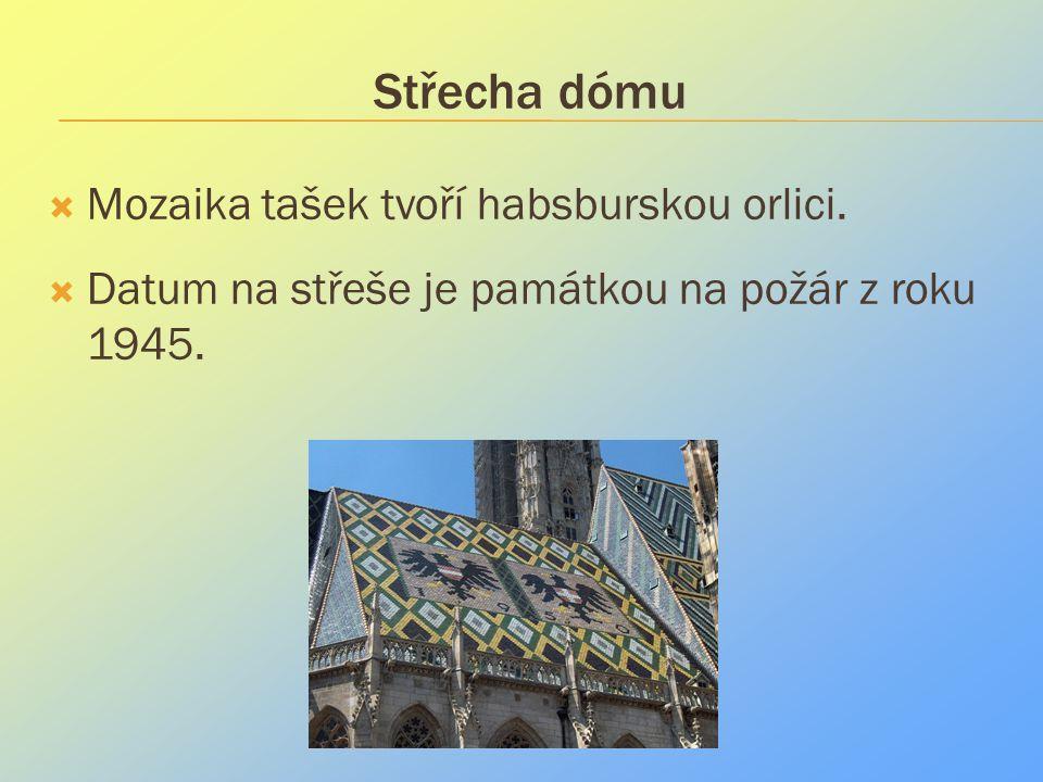 Střecha dómu Mozaika tašek tvoří habsburskou orlici.