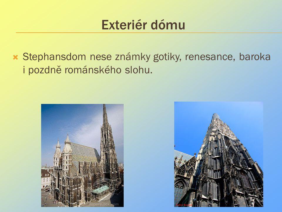 Exteriér dómu Stephansdom nese známky gotiky, renesance, baroka i pozdně románského slohu.
