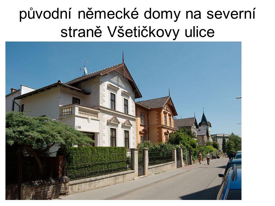 původní německé domy na severní straně Všetičkovy ulice