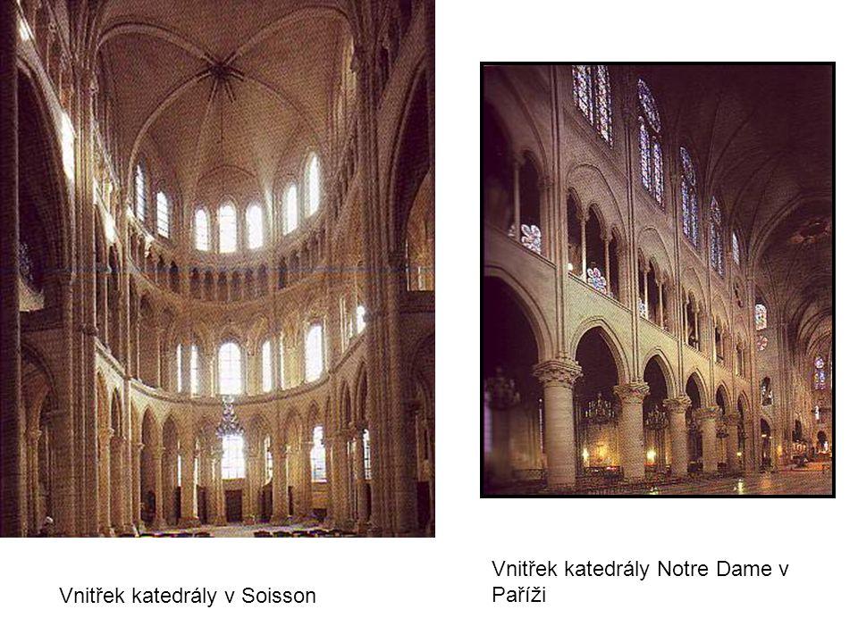 Vnitřek katedrály Notre Dame v Paříži
