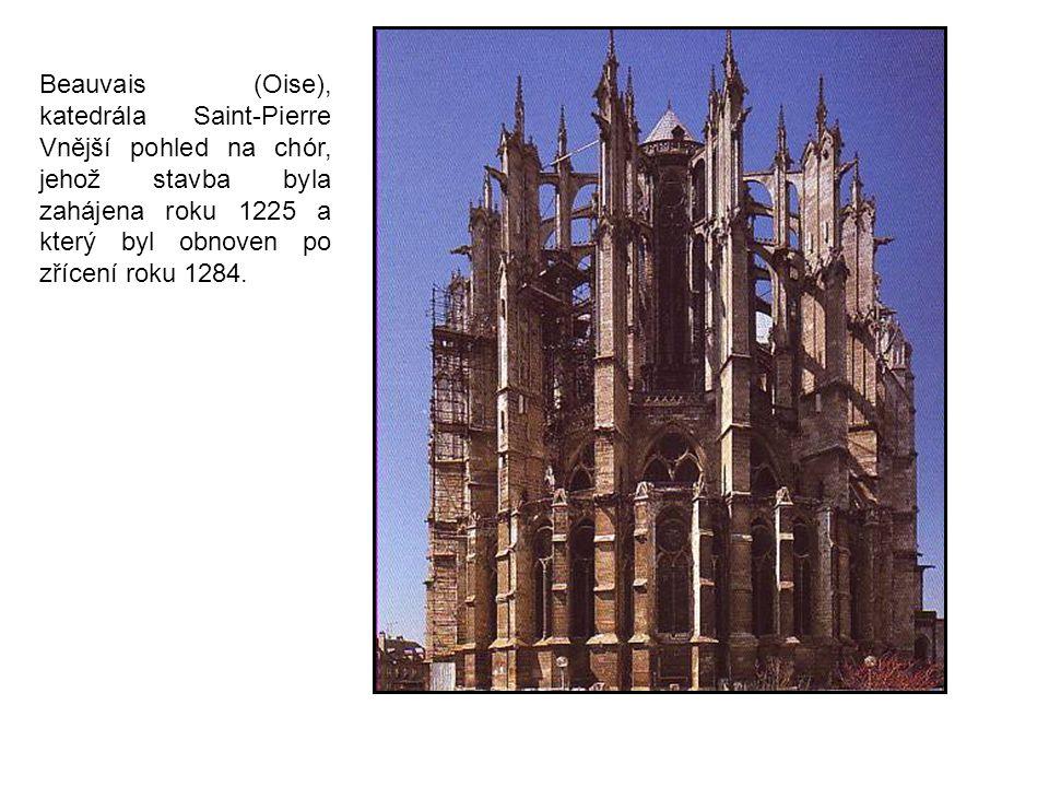Beauvais (Oise), katedrála Saint-Pierre Vnější pohled na chór, jehož stavba byla zahájena roku 1225 a který byl obnoven po zřícení roku 1284.