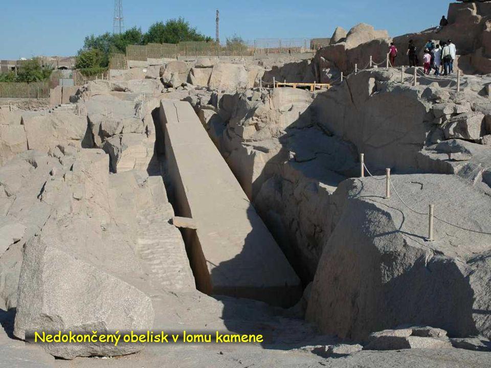 Nedokončený obelisk v lomu kamene