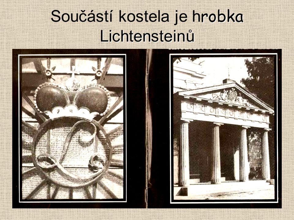 Součástí kostela je hrobka Lichtensteinů