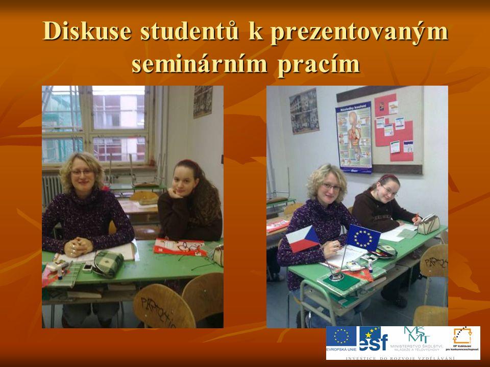 Diskuse studentů k prezentovaným seminárním pracím