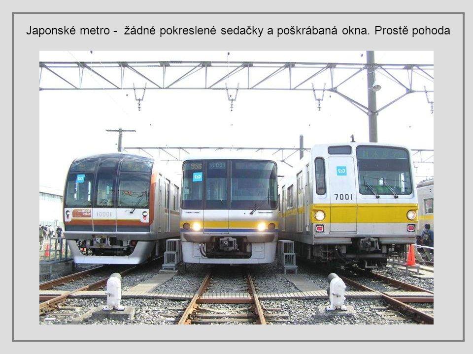 Japonské metro - žádné pokreslené sedačky a poškrábaná okna