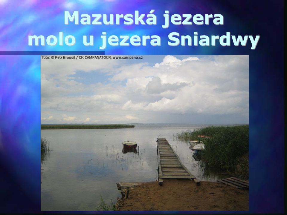 Mazurská jezera molo u jezera Sniardwy