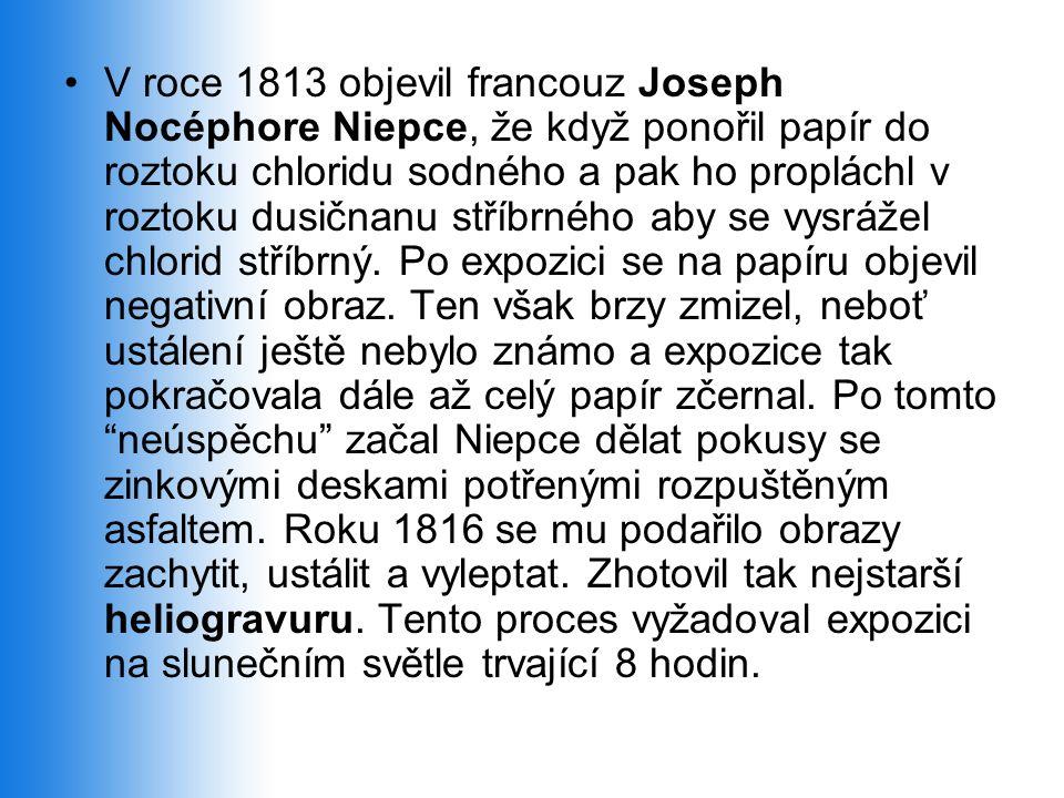 V roce 1813 objevil francouz Joseph Nocéphore Niepce, že když ponořil papír do roztoku chloridu sodného a pak ho propláchl v roztoku dusičnanu stříbrného aby se vysrážel chlorid stříbrný.