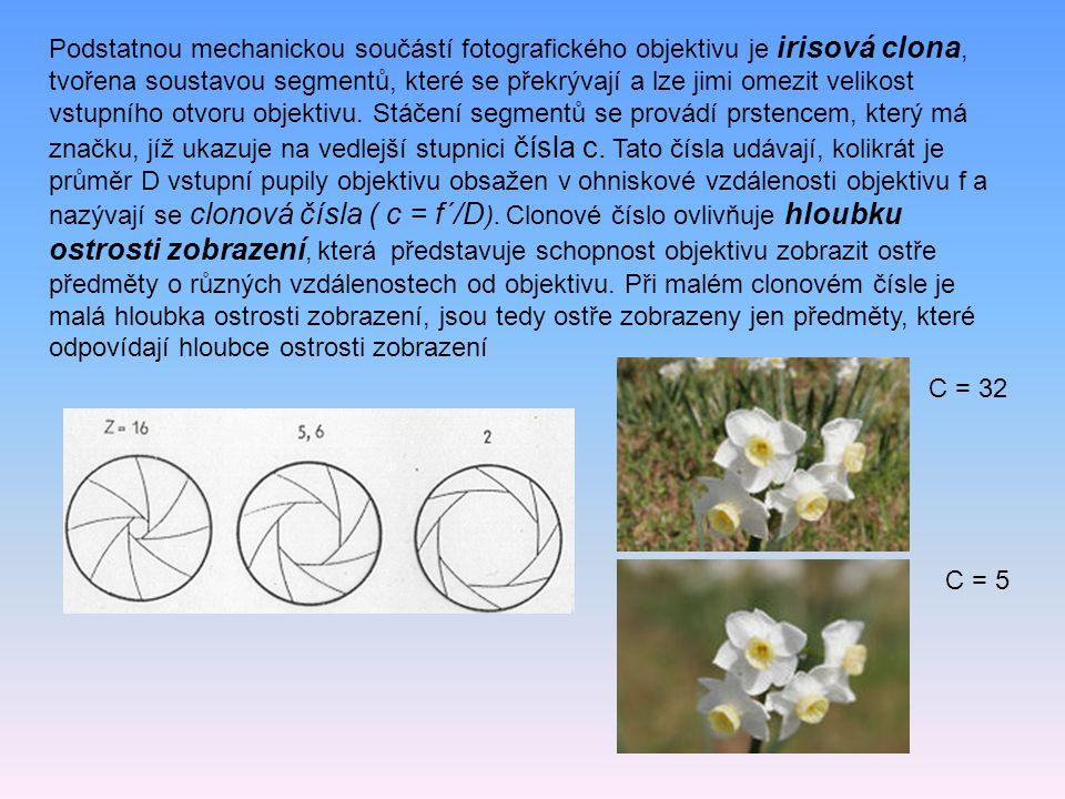 Podstatnou mechanickou součástí fotografického objektivu je irisová clona, tvořena soustavou segmentů, které se překrývají a lze jimi omezit velikost vstupního otvoru objektivu. Stáčení segmentů se provádí prstencem, který má značku, jíž ukazuje na vedlejší stupnici čísla c. Tato čísla udávají, kolikrát je průměr D vstupní pupily objektivu obsažen v ohniskové vzdálenosti objektivu f a nazývají se clonová čísla ( c = f´/D). Clonové číslo ovlivňuje hloubku ostrosti zobrazení, která představuje schopnost objektivu zobrazit ostře předměty o různých vzdálenostech od objektivu. Při malém clonovém čísle je malá hloubka ostrosti zobrazení, jsou tedy ostře zobrazeny jen předměty, které odpovídají hloubce ostrosti zobrazení