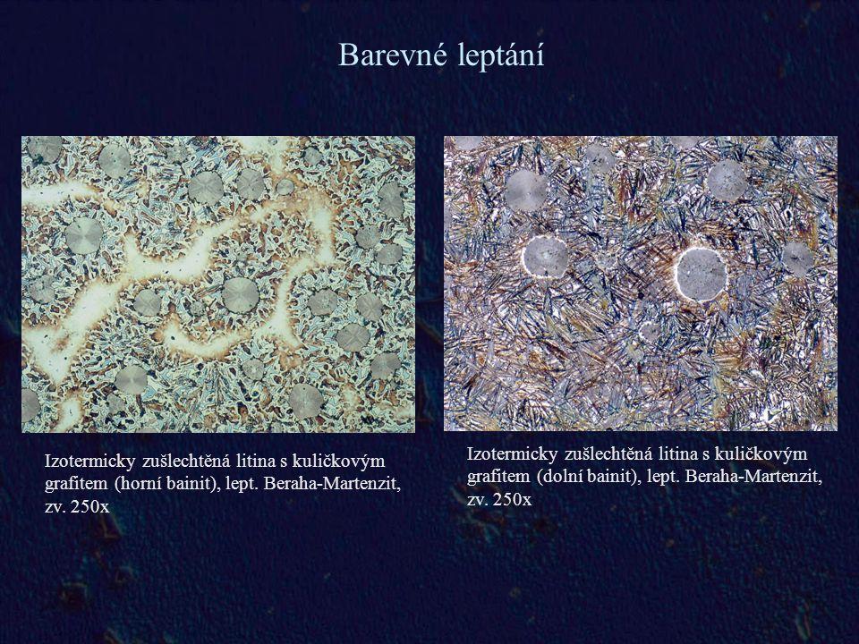 Barevné leptání Izotermicky zušlechtěná litina s kuličkovým grafitem (dolní bainit), lept. Beraha-Martenzit, zv. 250x.