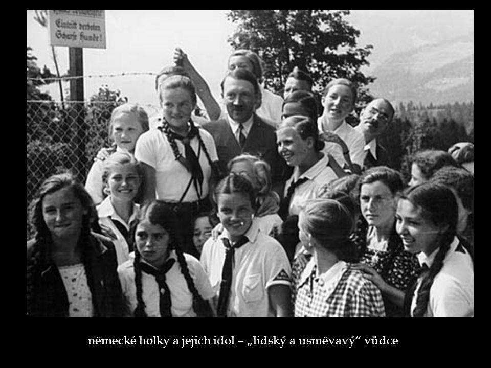 """německé holky a jejich idol – """"lidský a usměvavý vůdce"""