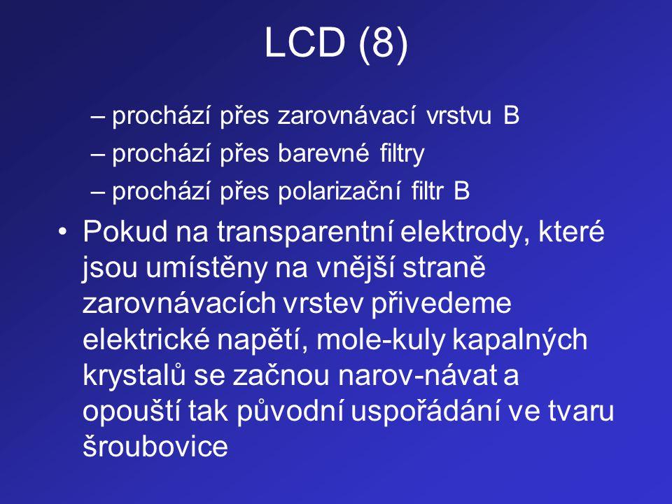 LCD (8) prochází přes zarovnávací vrstvu B. prochází přes barevné filtry. prochází přes polarizační filtr B.