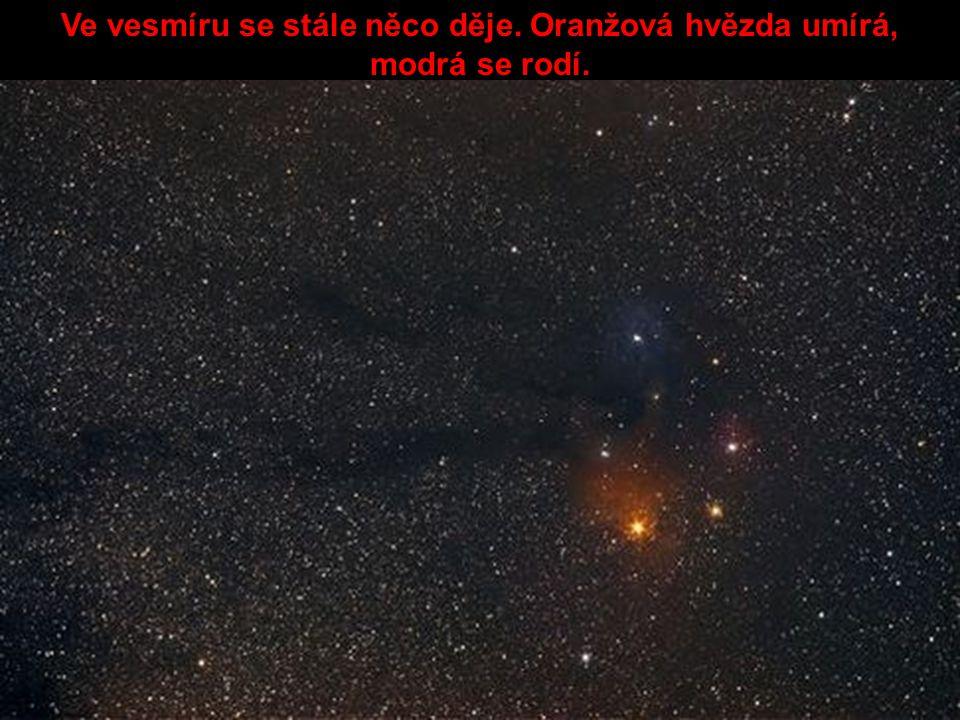 Ve vesmíru se stále něco děje. Oranžová hvězda umírá, modrá se rodí.