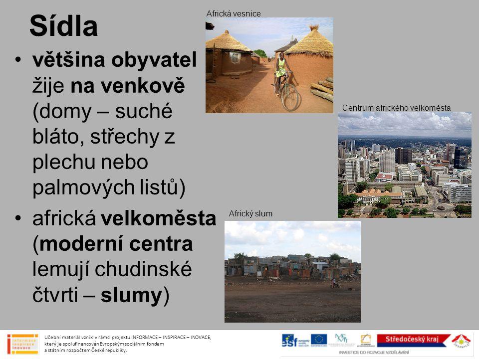 Sídla Africká vesnice. většina obyvatel žije na venkově (domy – suché bláto, střechy z plechu nebo palmových listů)