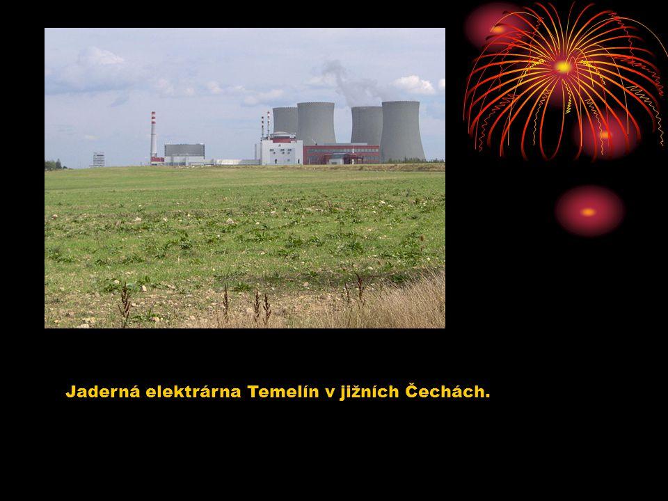 Jaderná elektrárna Temelín v jižních Čechách.