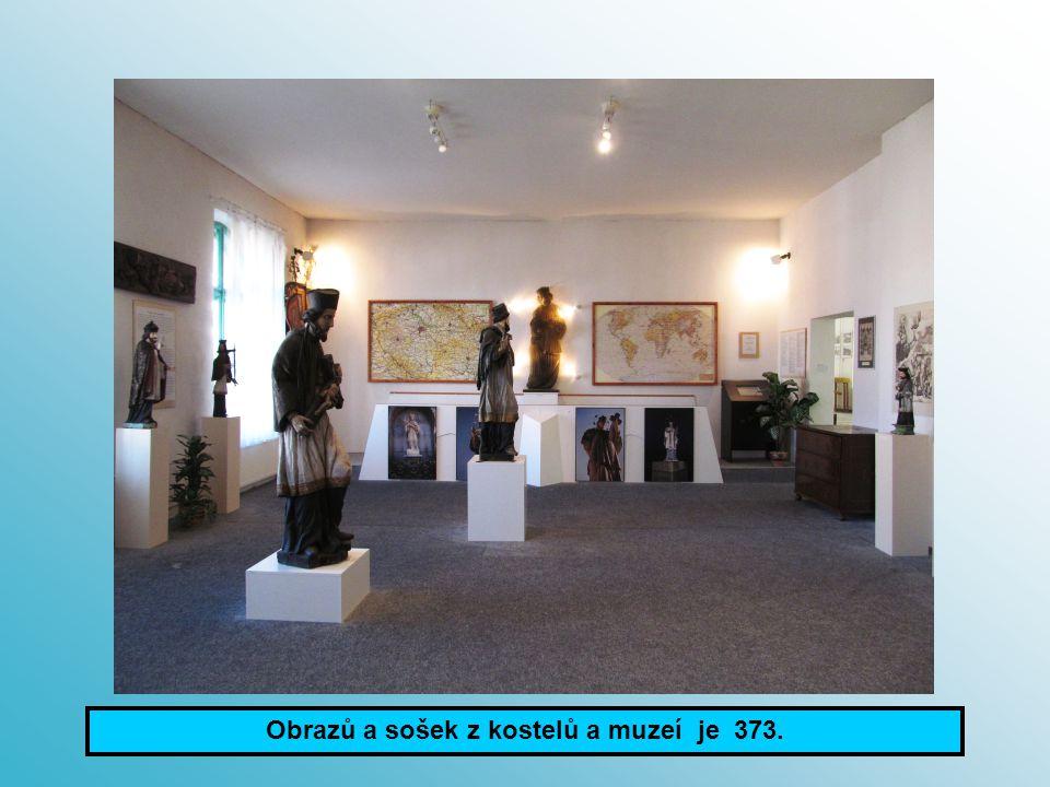 Obrazů a sošek z kostelů a muzeí je 373.