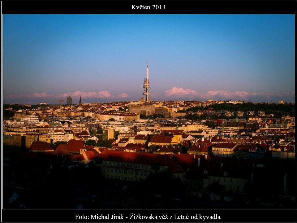 Foto: Michal Jirák - Žižkovská věž z Letné od kyvadla