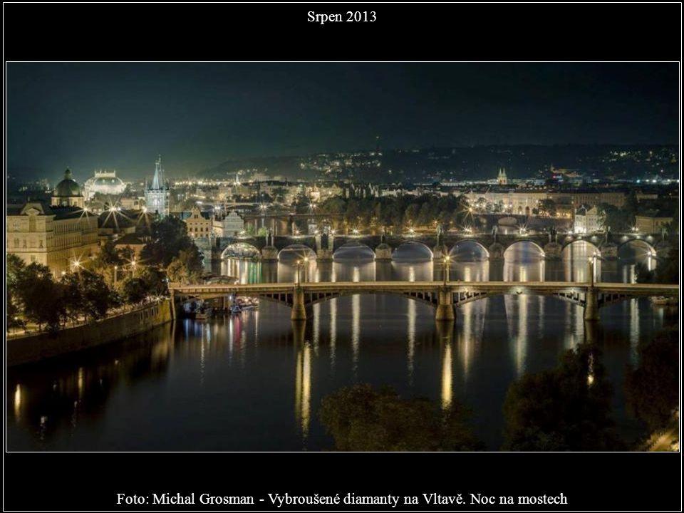 Foto: Michal Grosman - Vybroušené diamanty na Vltavě. Noc na mostech