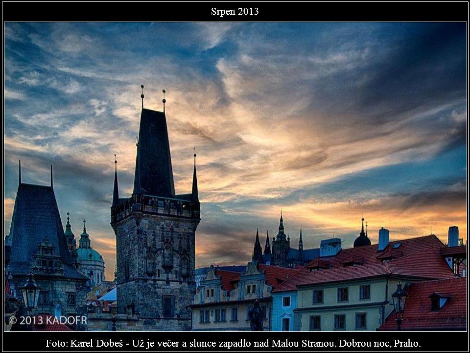 Srpen 2013 Foto: Karel Dobeš - Už je večer a slunce zapadlo nad Malou Stranou. Dobrou noc, Praho.