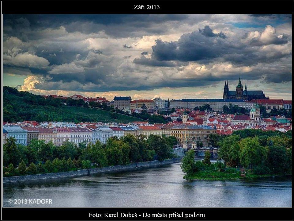 Foto: Karel Dobeš - Do města přišel podzim