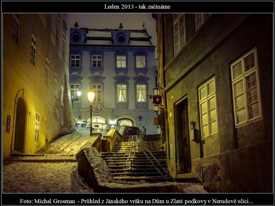 Leden 2013 - tak začínáme Foto: Michal Grosman - Průhled z Jánského vršku na Dům u Zlaté podkovy v Nerudově ulici...