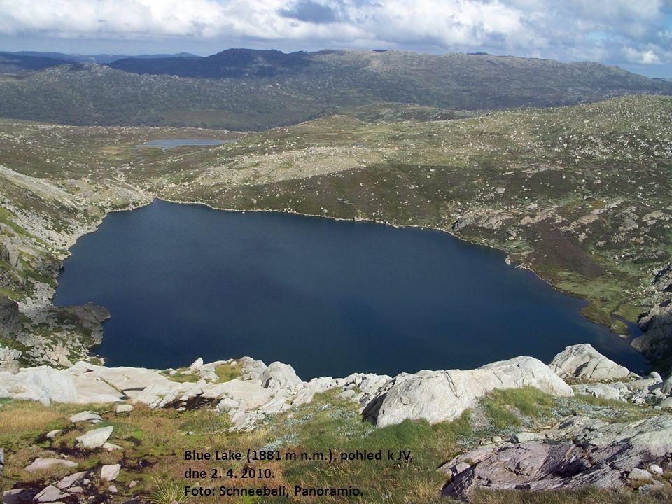Blue Lake (1881 m n.m.), pohled k JV, dne 2. 4. 2010.